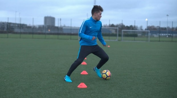 How to Use Online Soccer Training to Become a Premier League Level Player
